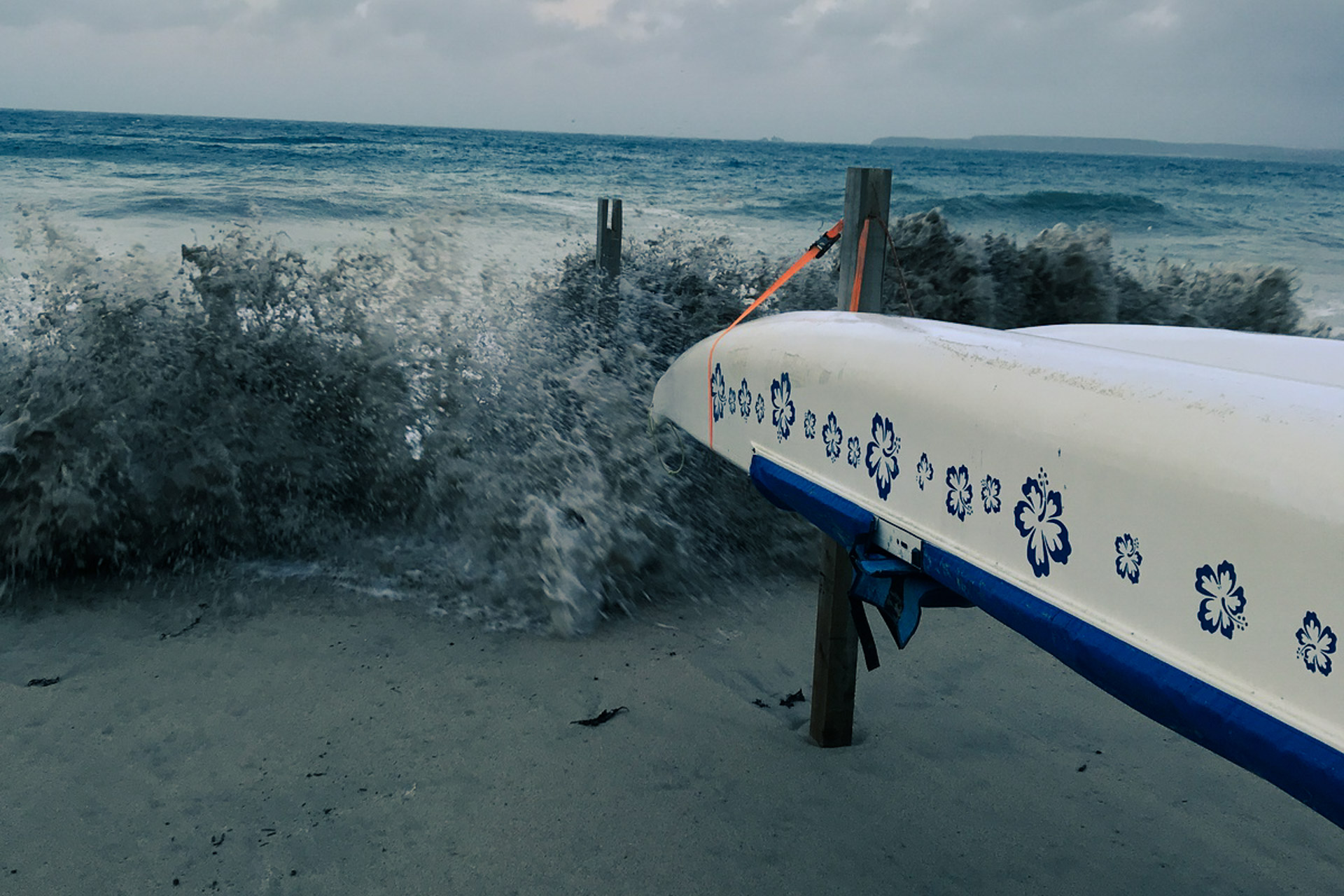 Rough sea and the outrigger